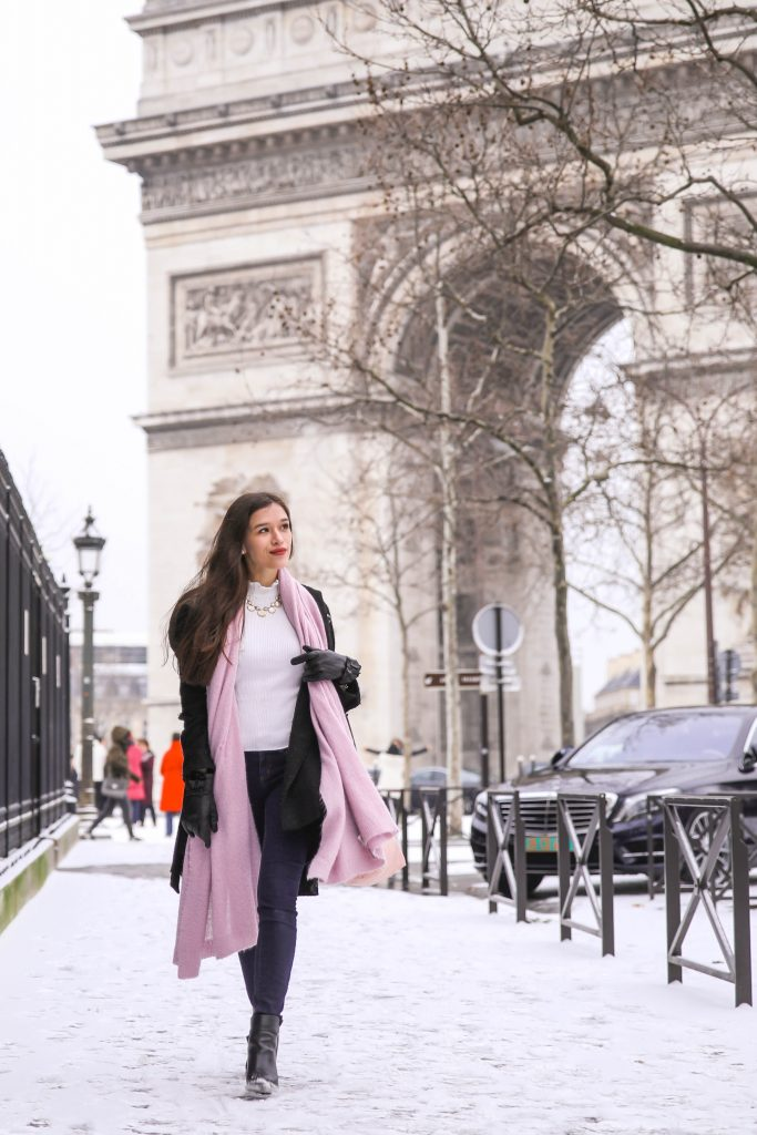travel blogger eva phan arc de triomphe paris france skinny jeans lilac free people kennedy scarf black booties chic french parisian style outfit inspiration in europe