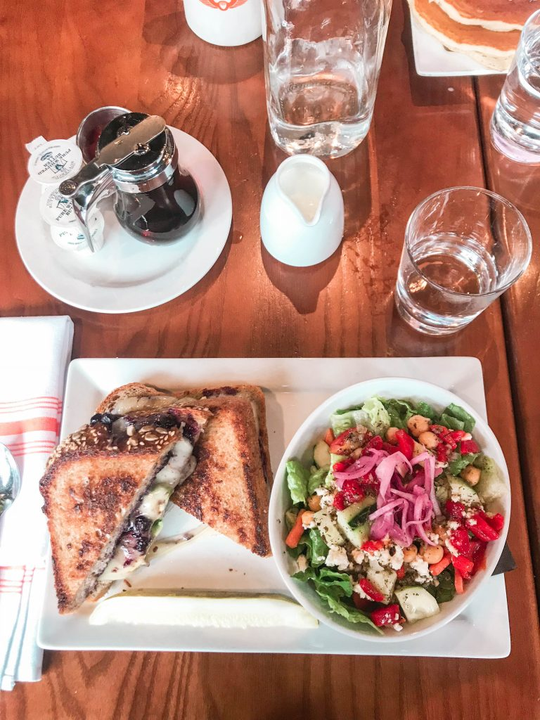 stax, stax cafe, cafe, where to eat, chicago, illinois, addams medill, park, spring awakening, grilled cheese, salad, syrup, food, lunch, brunch, flatlay, flat lay, on the table, vegetarian meal
