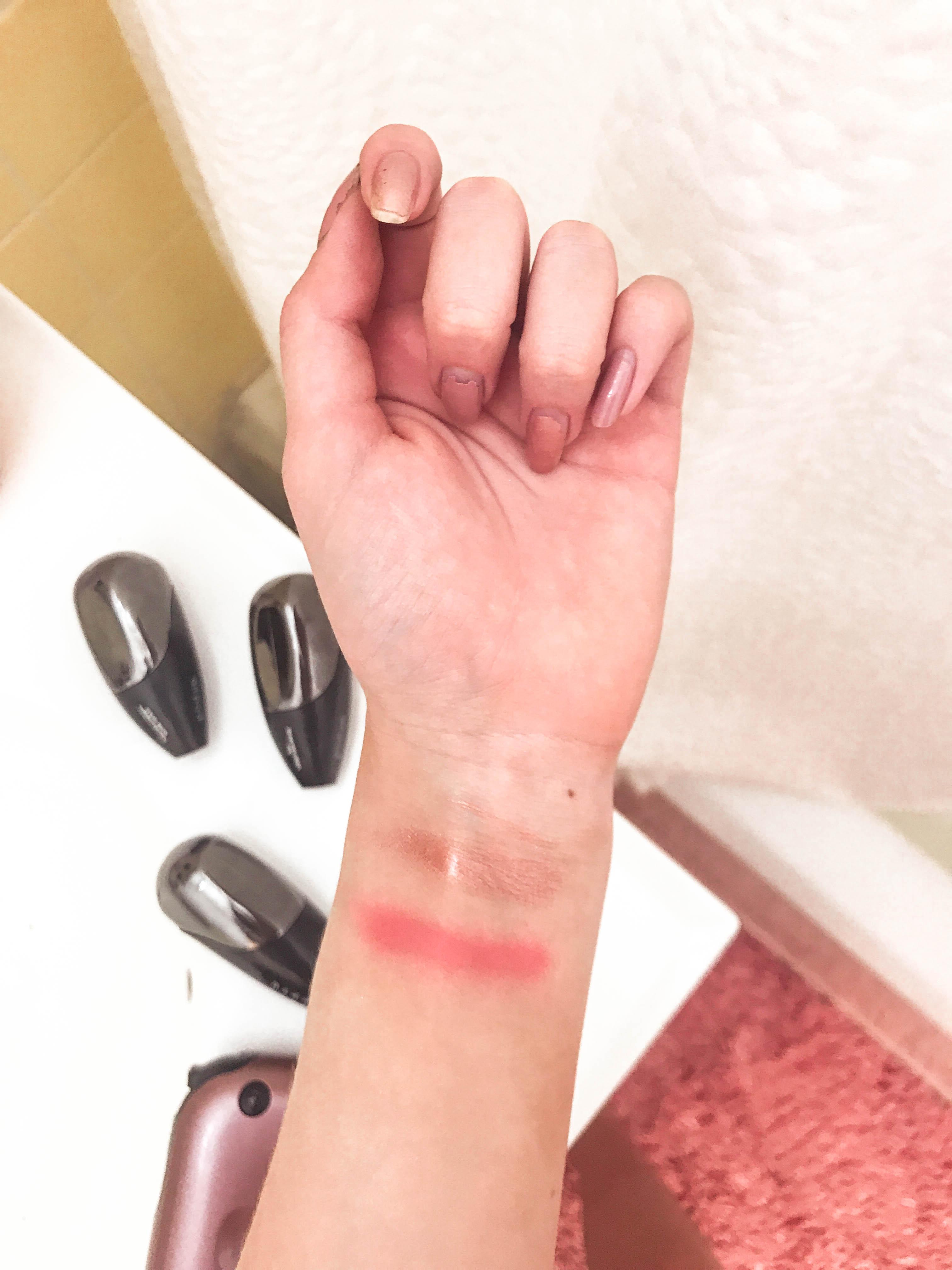 TEMPTU Air highlighter and venetian rose blush swatch review