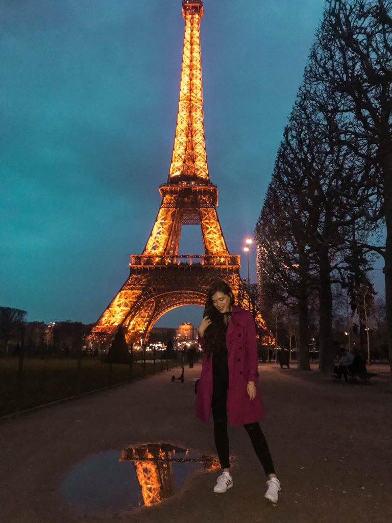 Park Champ de Mars Eiffel Tower at Night Eva Darling travel blogger in Paris France photo inspiration magenta hobbs trench coat