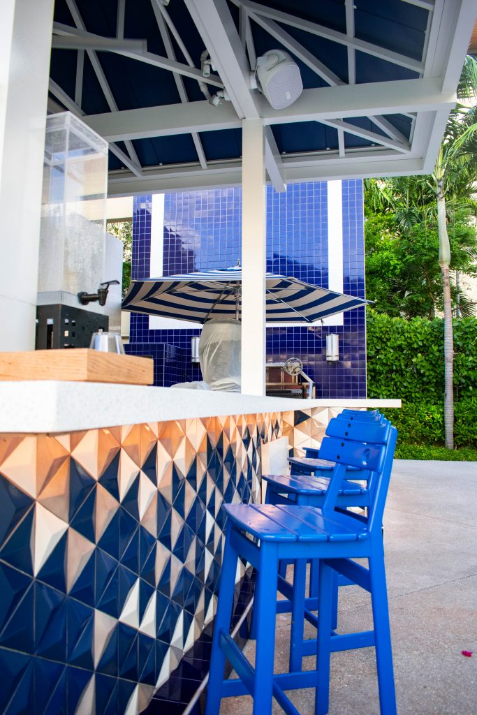 bright and eyecatching poolside bar Hilton West Palm Beach