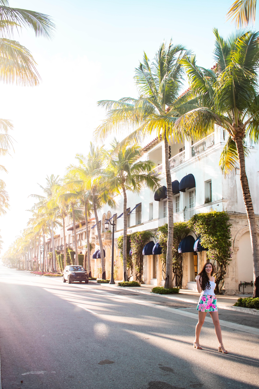 Worth Avenue Palm Beach Island Florida where to go what to do bachelorette party idea photoshoot location Eva Phan of Eva Darling Lilly Pulitzer Nicki Skort Via Flora
