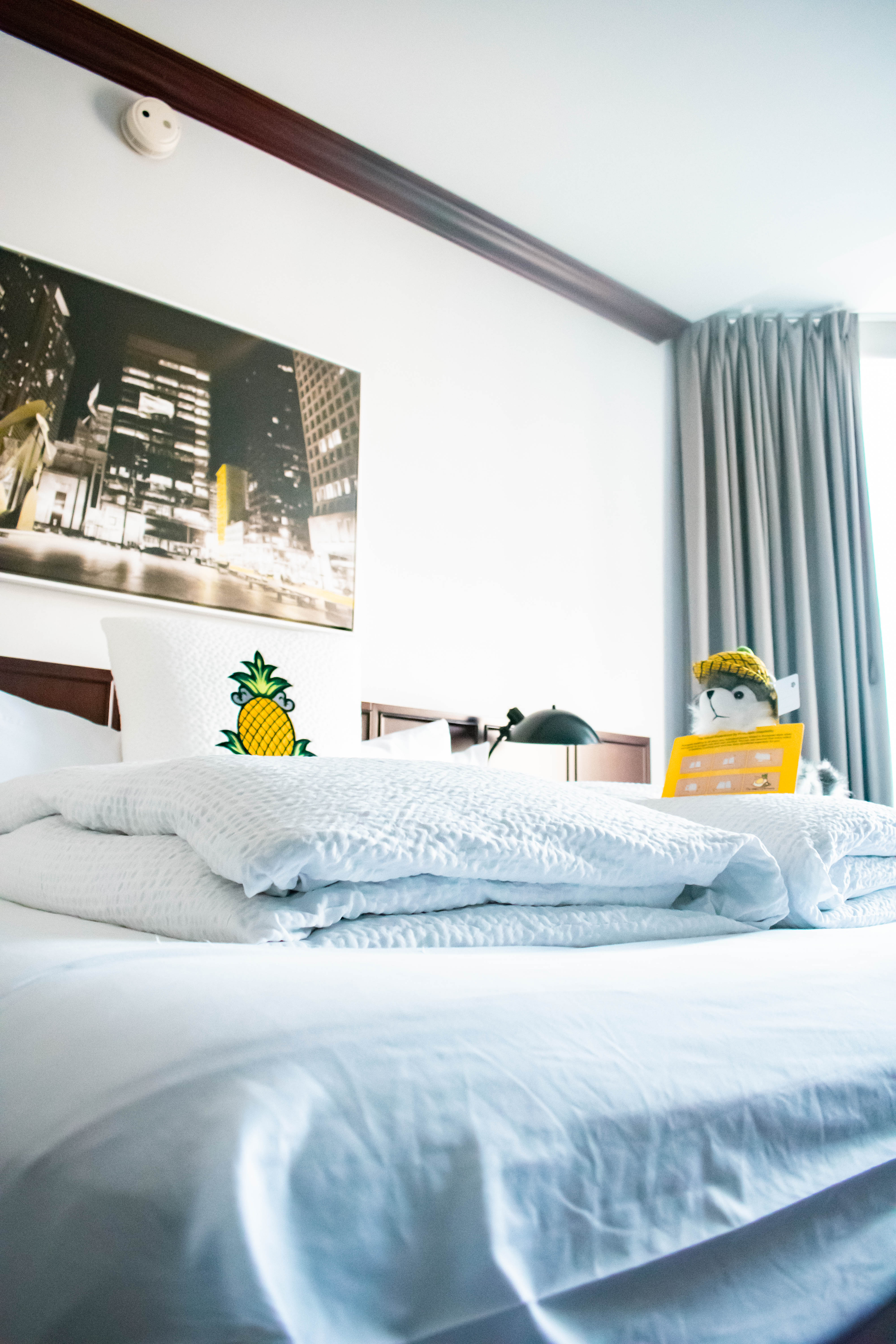 Staypineapple an iconic hotel in the loop chicago queen room bed affordable hotel unique hotel trendy