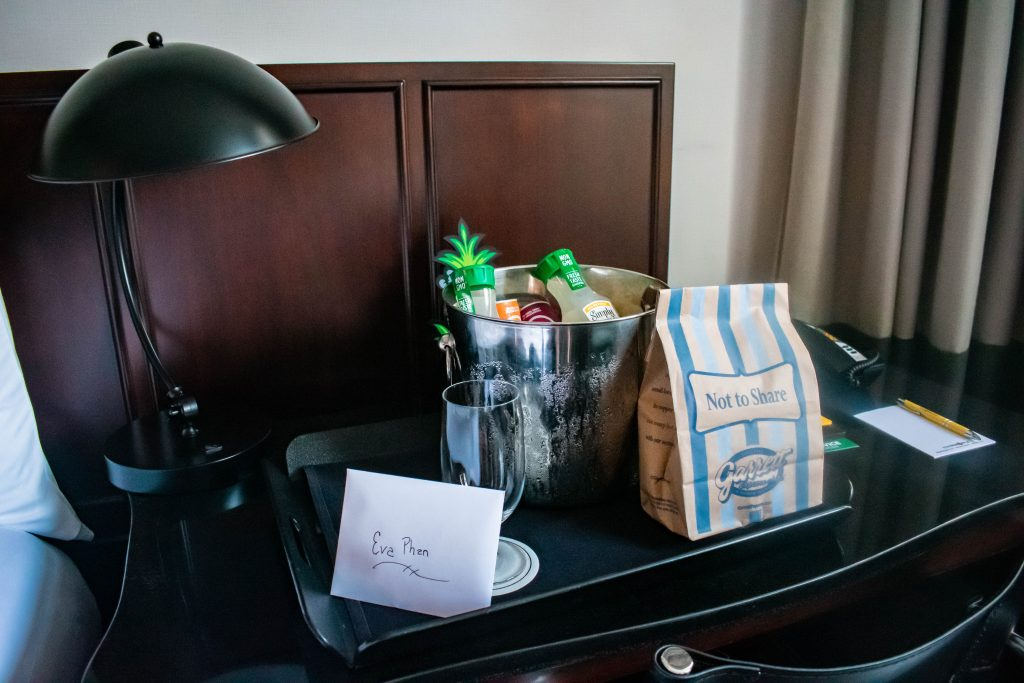 staypineapple chicago queen room amenities affordable hotel in the loop washington street garrett's popcorn