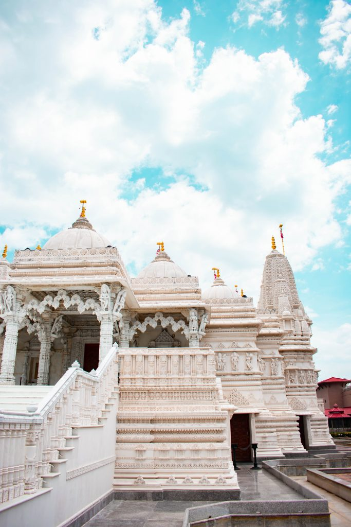 baps shri swaminarayan mandir hindu indian temple chicago illinois white italian marble architecture