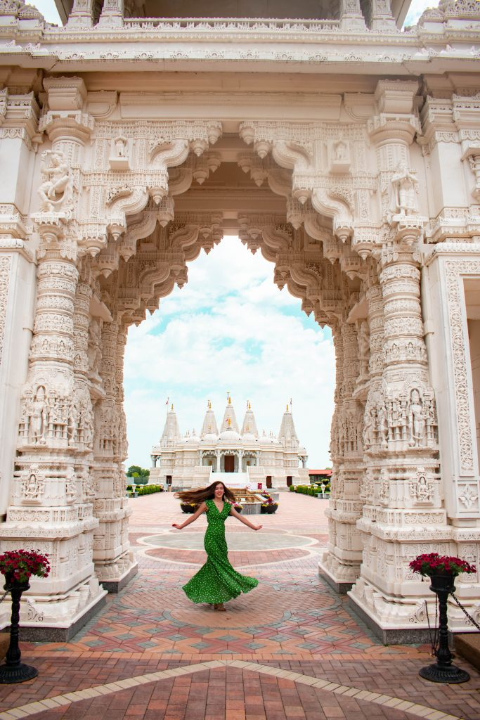 eva phan of eva darling baps shri swaminarayan mandir temple hindu hidden gems secret spot chicago illinois lulus fresh picked green floral maxi dress travel blogger midwest travel destination