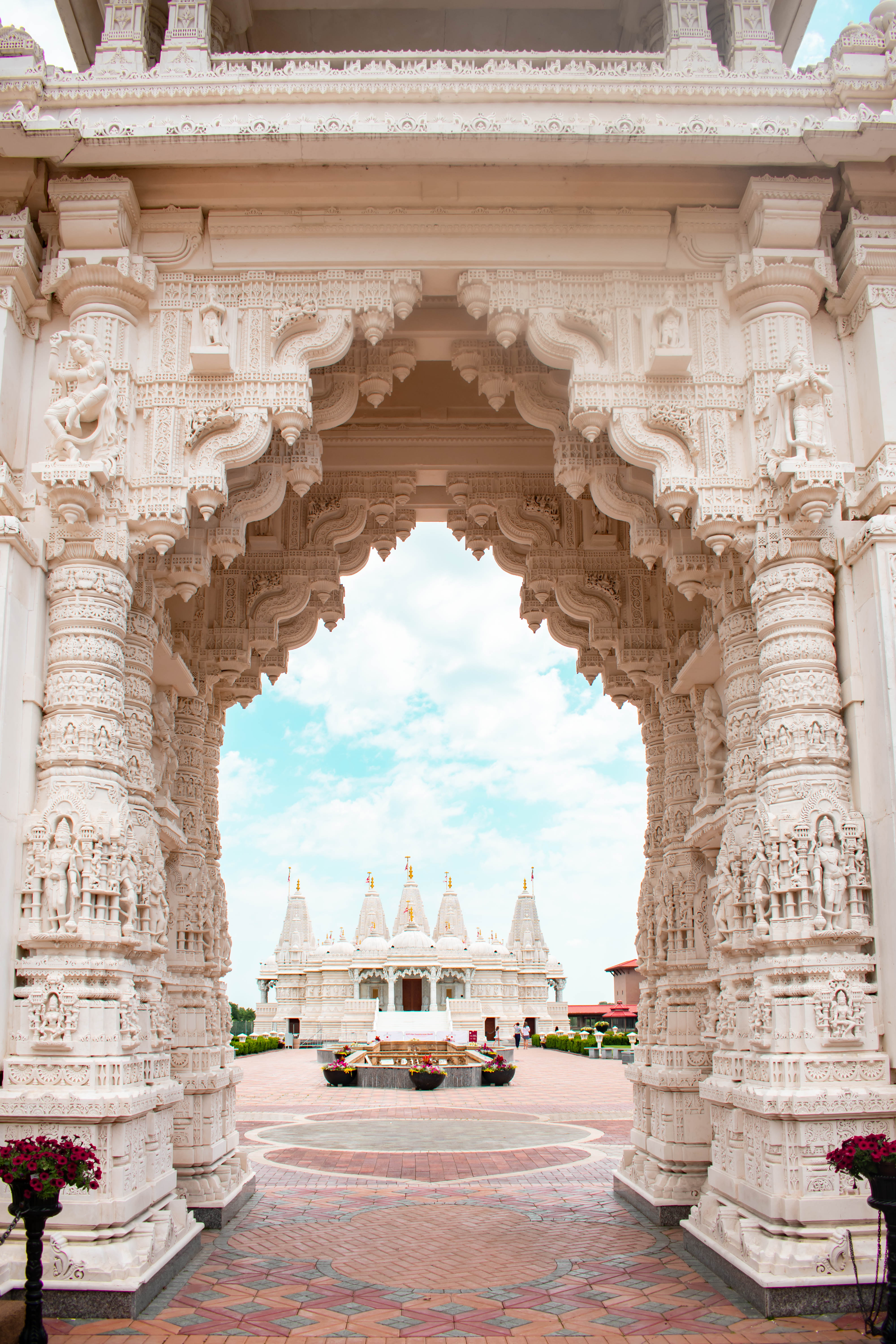 baps shri swaminarayan mandir exterior hidden gem chicago illinois bartlett il white handcarved italian marble indian architecture where to go in chicago
