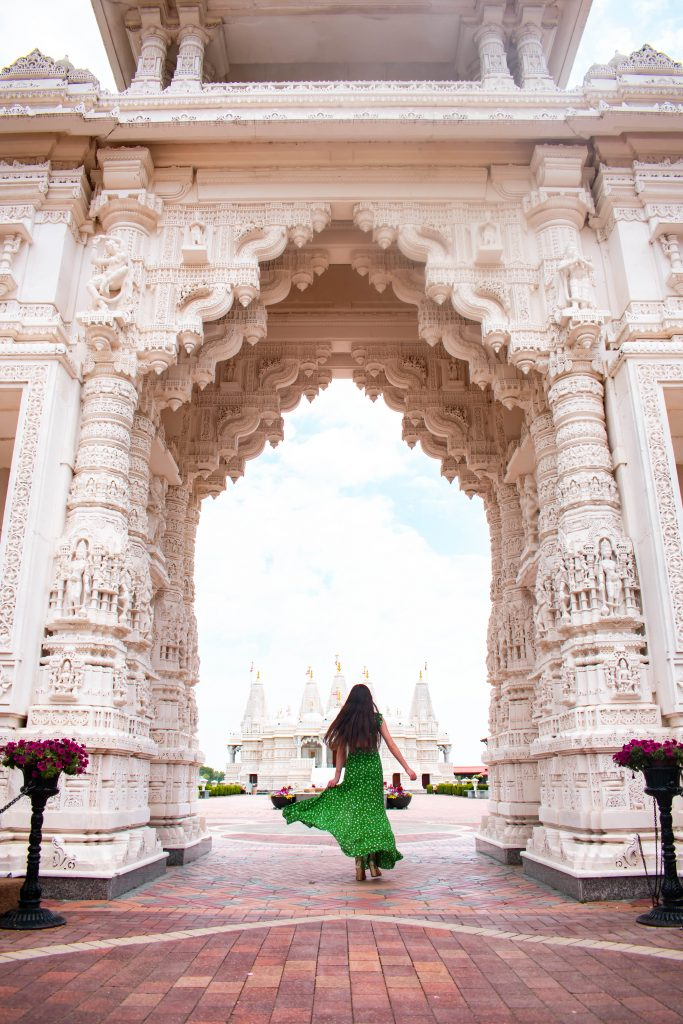 eva phan of eva darling baps shri swaminarayan mandir temple hindu hidden gems secret spot chicago illinois lulus fresh picked green floral maxi dress travel blogger midwest travel destination where to go in chicago