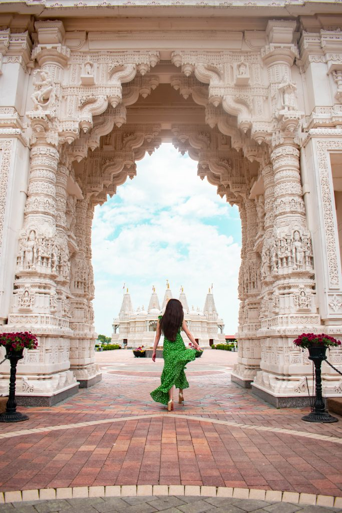 eva phan of eva darling baps shri swaminarayan mandir temple hindu hidden gems secret spot chicago illinois lulus fresh picked green floral maxi dress travel blogger