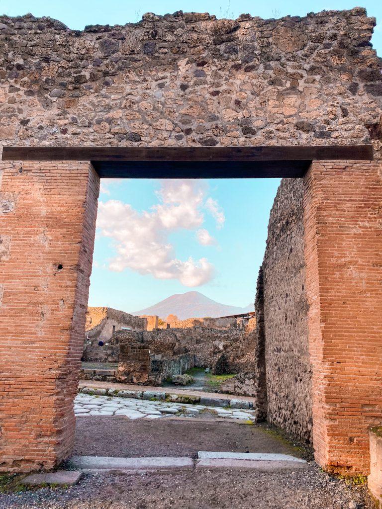 Mount Vesuvis pompeii great theatre teatro grande