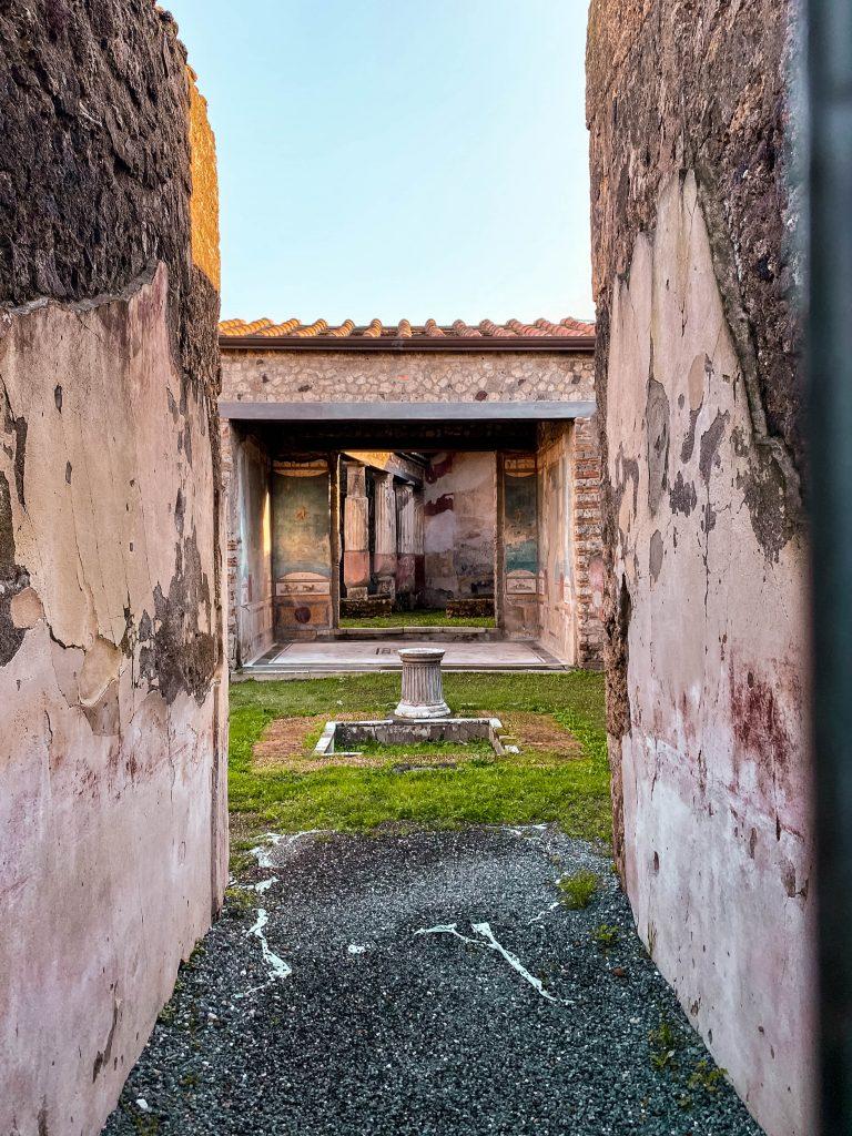 pompeii italy ruins fresco pompeian painting columns italy