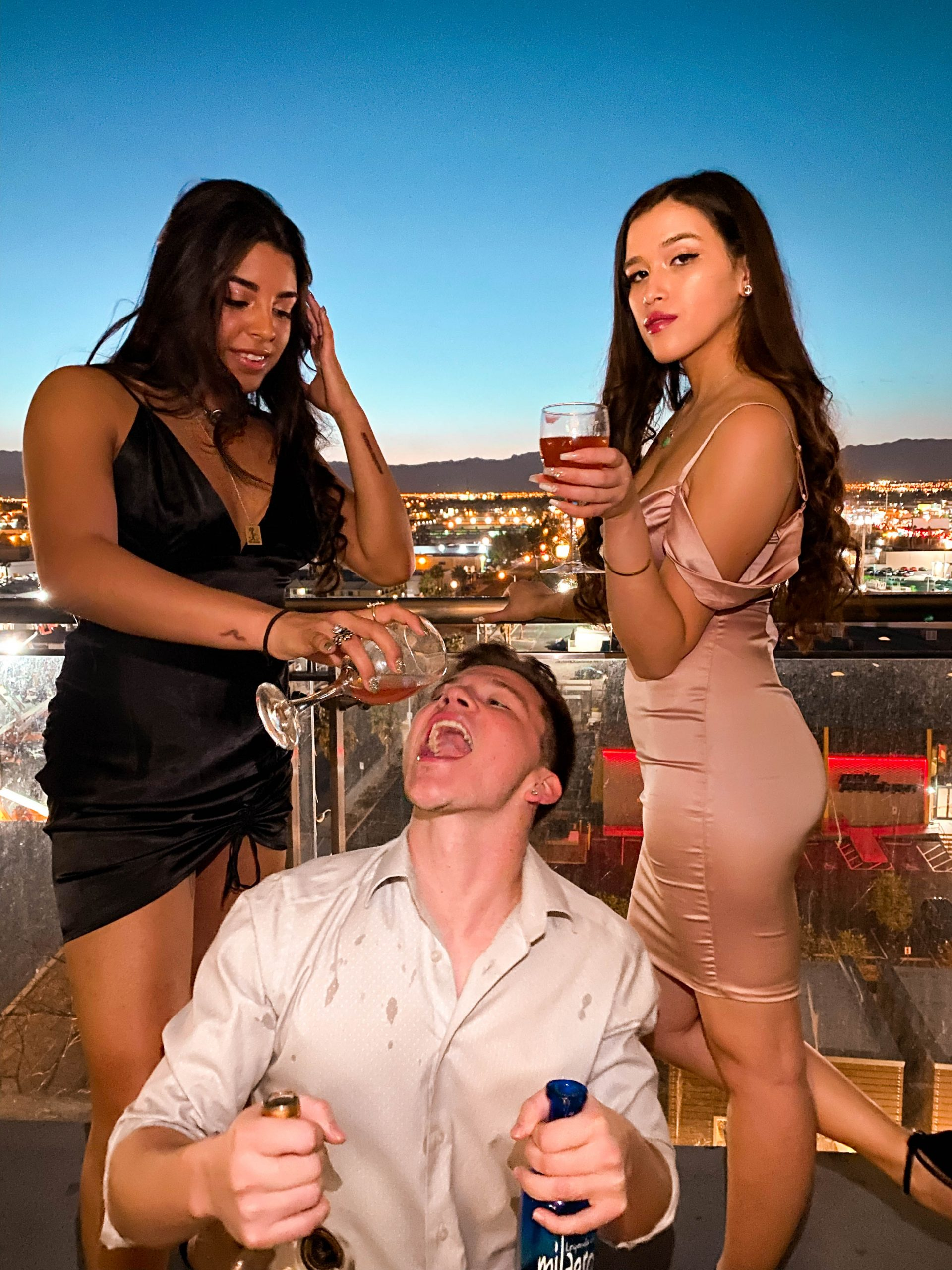 what to wear in las vegas nevada, vegas dress code for guys, vegas dress code for ladies, oh polly dress, eva phan of eva darling, palms place terrace, vegas airbnb, the palms casino and resort