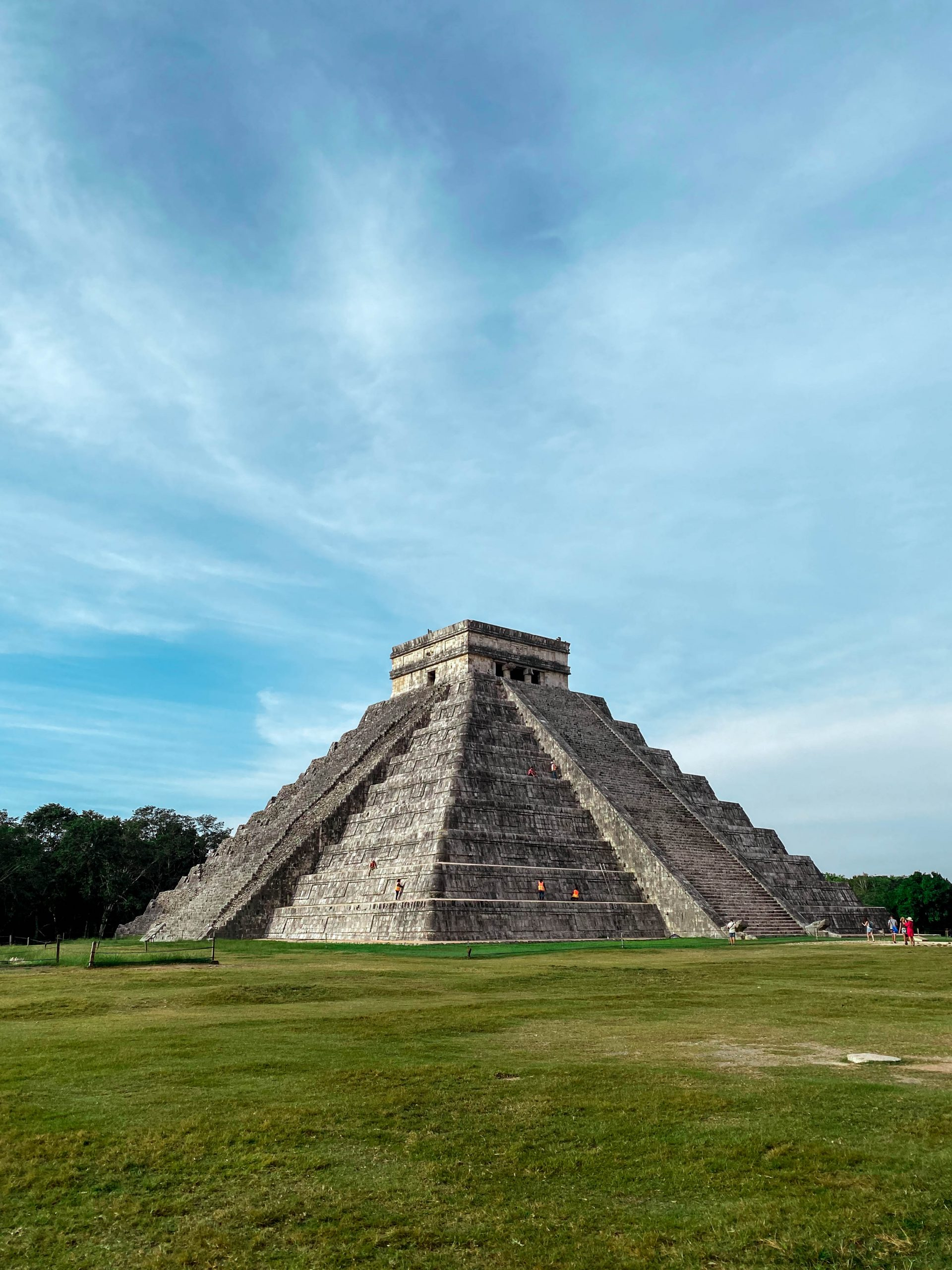 chichen itza morning opening time el castillo pyramid temple of kukulkan yucatan mexico