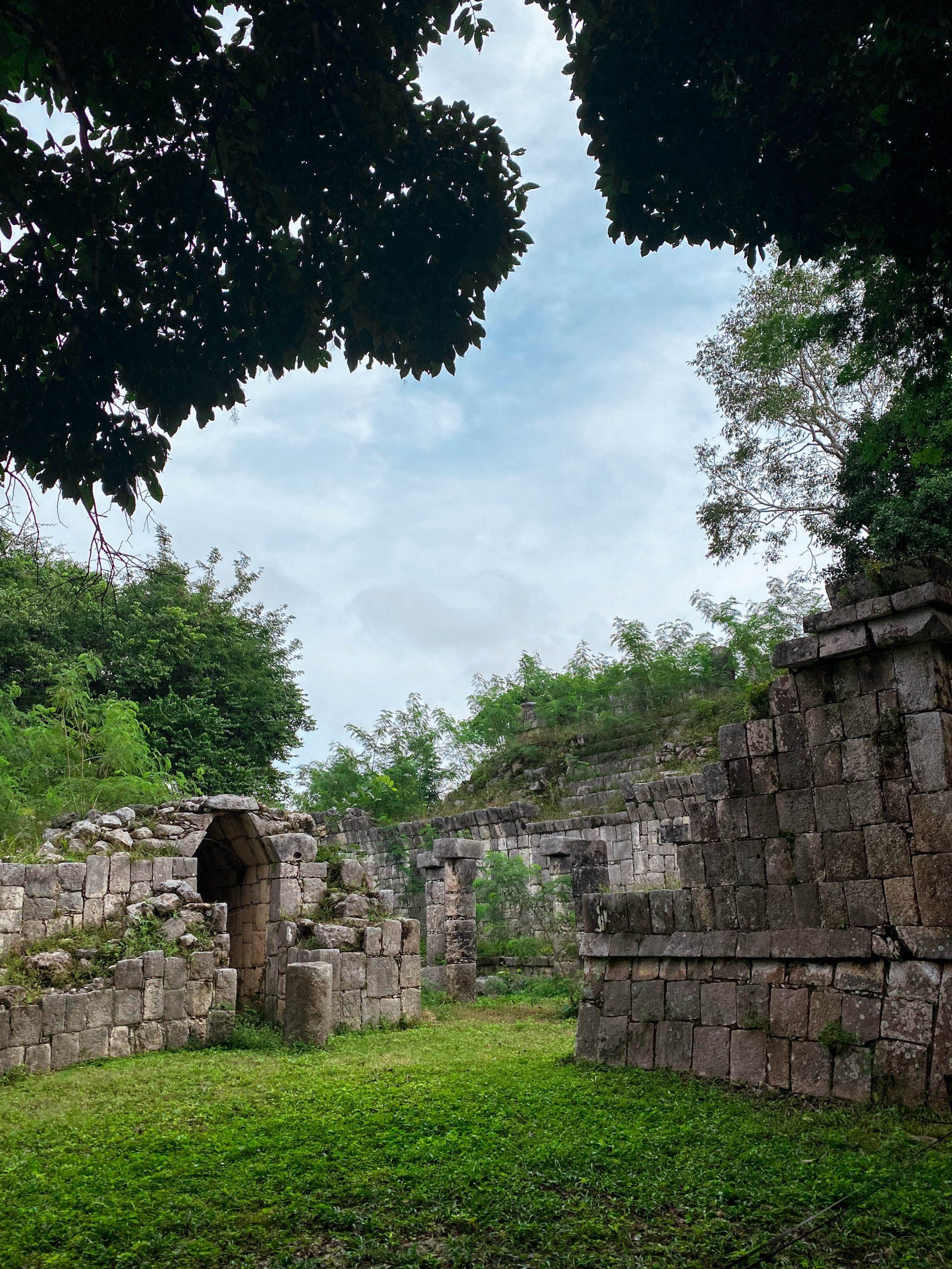 mayan ruins chichen itza la iglesia yucatan mexico