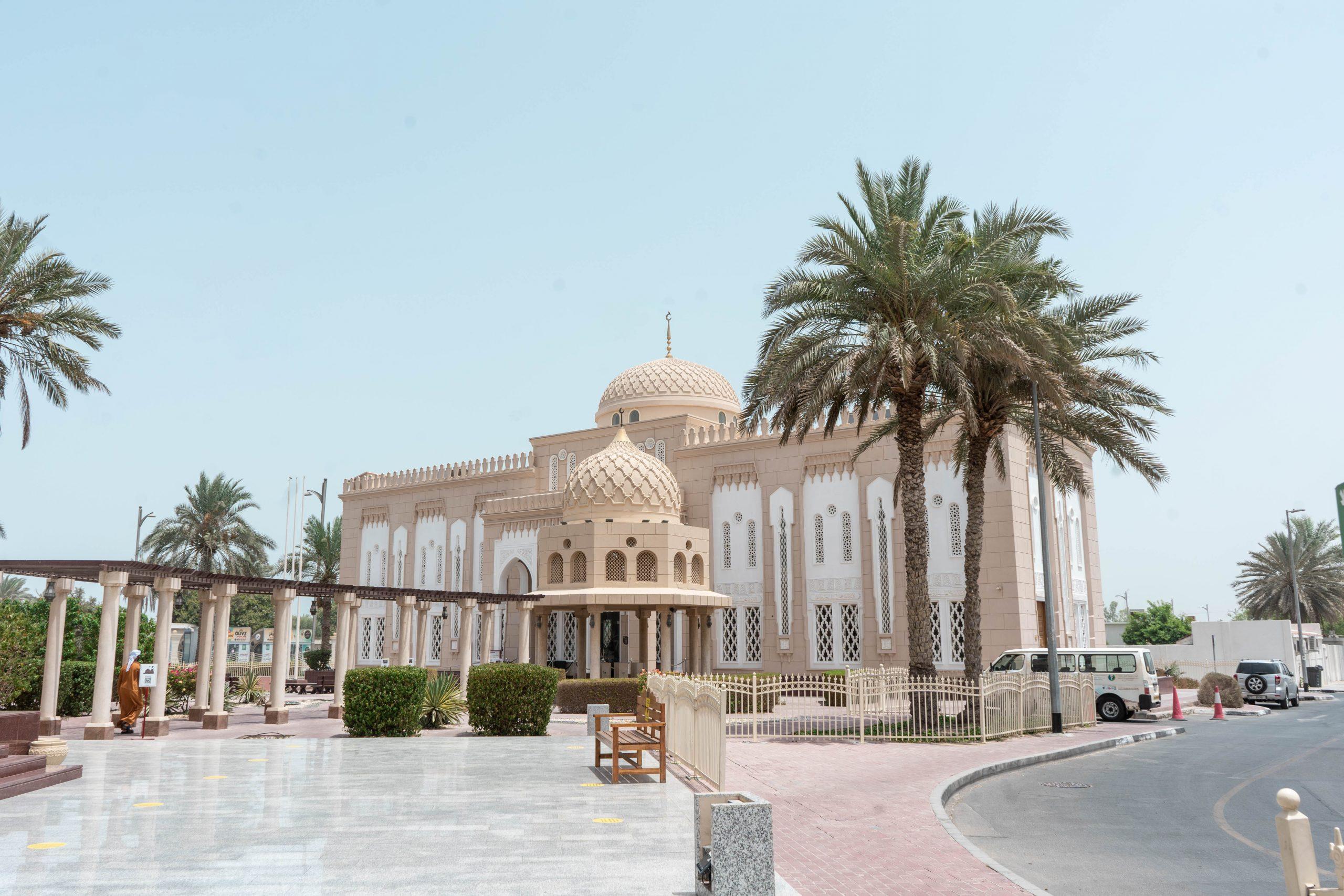 jumeirah mosque visitors center tourist entrance dubai uae united arab emirates
