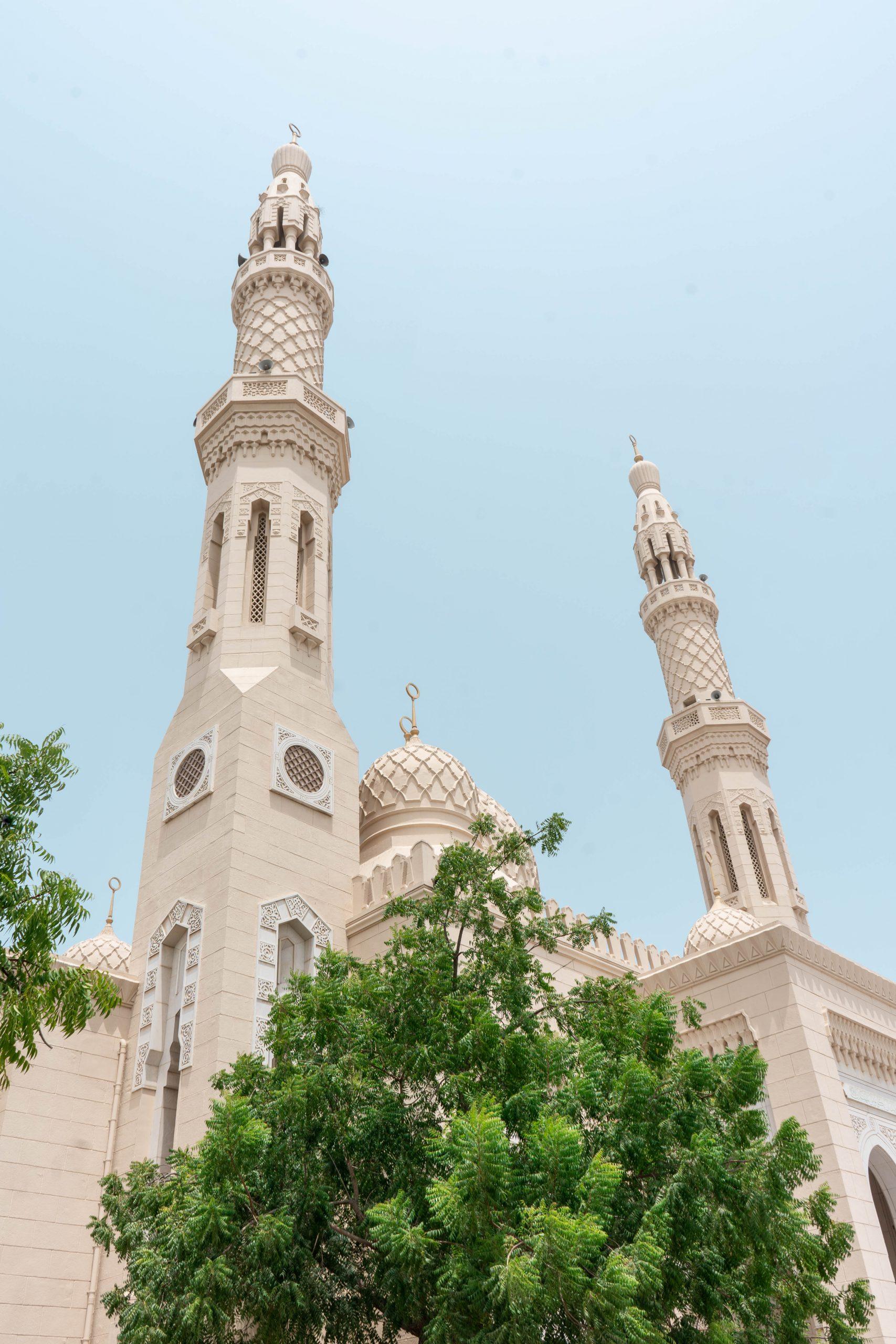 jumeirah mosque dubai uae united arab emirates masjid minaret islamic architecture