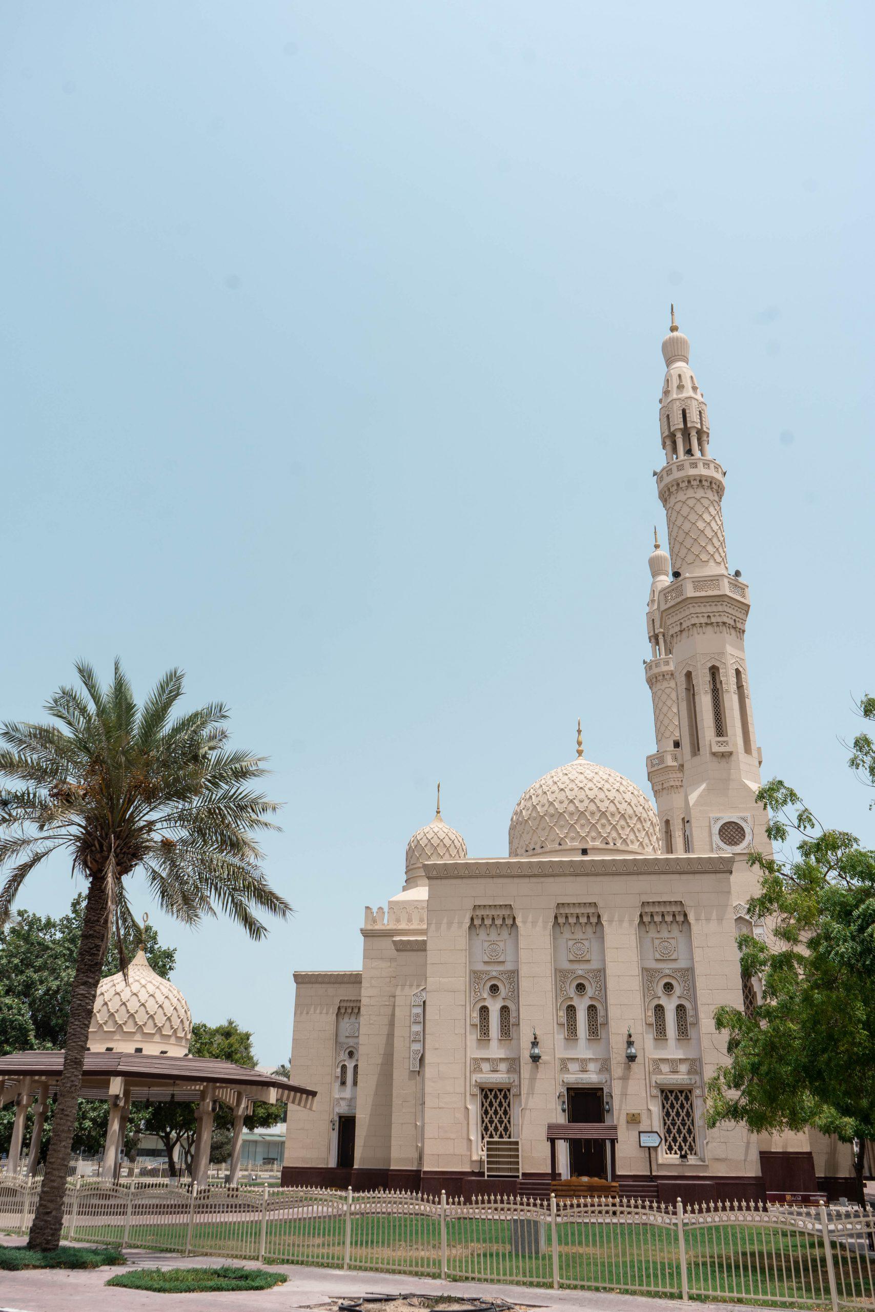 jumeirah mosque exterior dubai fatimid architecture united arab emirates uae date tree dome minaret masjid