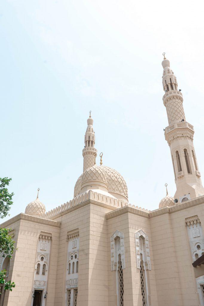 jumeirah mosque minaret dome dubai uae united arab emirates