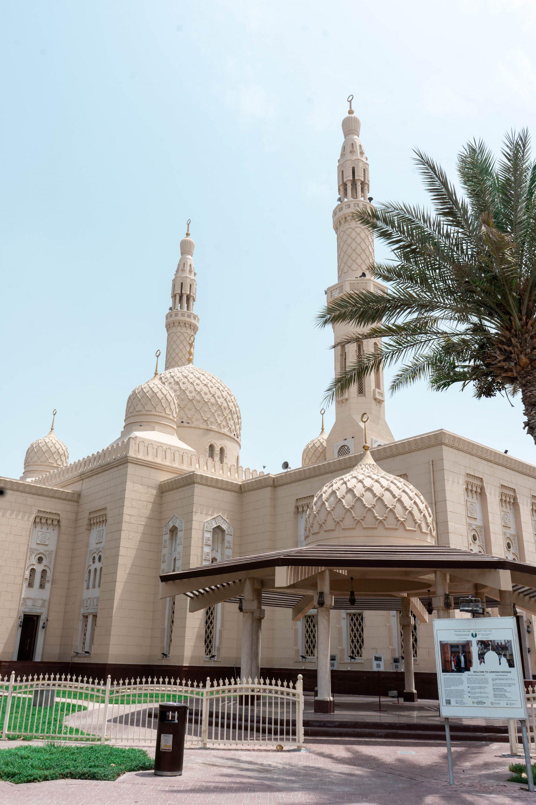 jumeirah mosque fatimid architecture dubai uae united arab emirates masjid pearl jumeirah